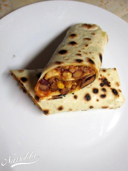 Chillis babos tortilla tekercs
